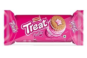 Britannia Treat Strawberry 64 GM
